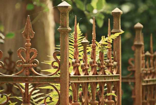 metal-fence-posts