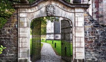 decorative-metal-garden-gates